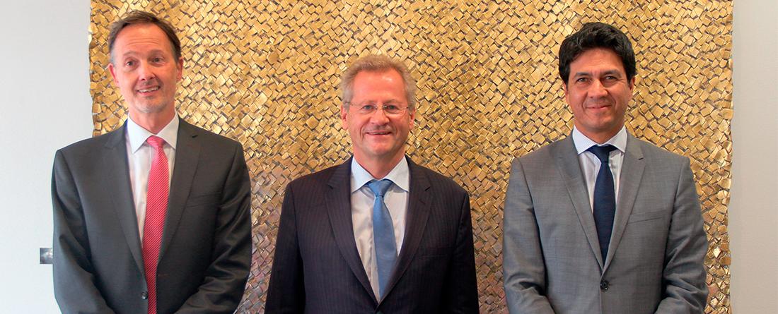 De izquierda a derecha: Felix Klauda, Director de la Agencia Regional del KfW para Colombia y Ecuador  Klaus Botzet, Ministro Consejero de la Embajada de Alemania en Colombia.  Javier Díaz, Presidente Bancóldex