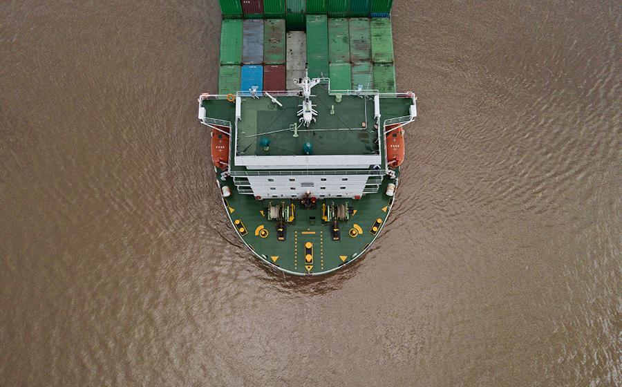 imagen de barco de carga desde arriba